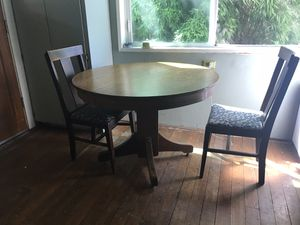 Circle table solid oak with 4 chairs for Sale in Portland, OR