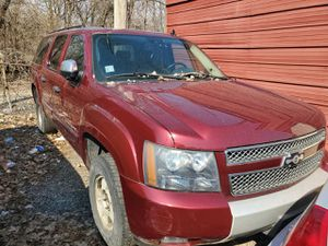 08 chevy suburban parts. Offer up please for Sale in Phoenix, IL