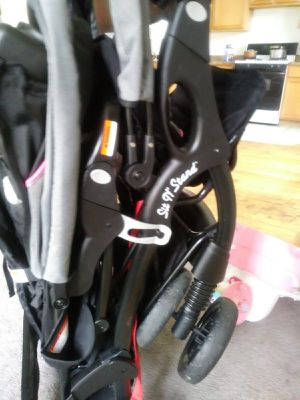 Baby double stroller for Sale in Chicago, IL