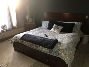 King size bed for sell for Sale in Portland, OR