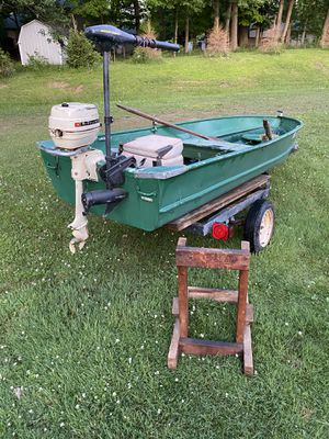 12 ft aluminum fishing boat for Sale in Northfield, OH