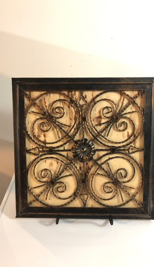 Metal and wood wall decor for Sale in Grove City, OH