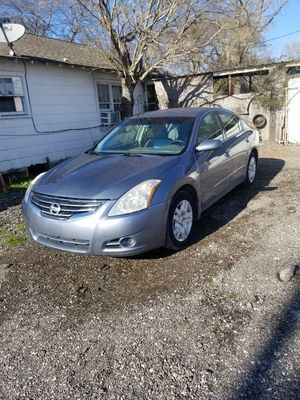 Nissan altima 2010 for Sale in Dallas, TX