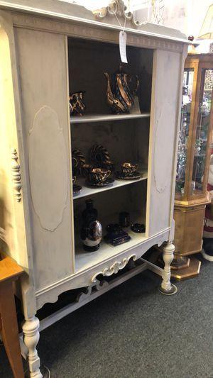 Antique china cabinet for Sale in Farmington Hills, MI