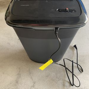 OfficeMax shredder (8 sheets) for Sale in San Diego, CA