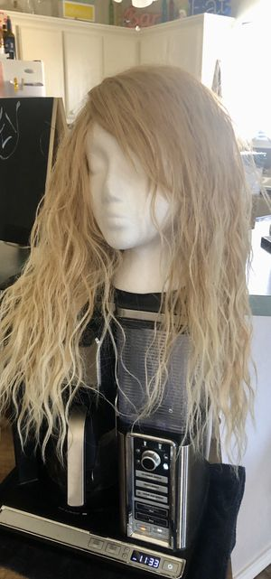 Blonde synthetic wig for Sale in Lubbock, TX
