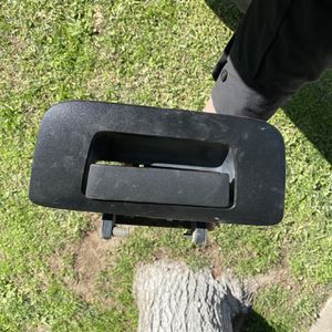 07 -13 Gm Tailgate Handle for Sale in North Las Vegas, NV
