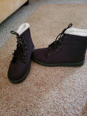 Black w/cream fur boots for Sale in Mechanicsville, MD