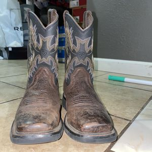 ARIAT BOOTS ~ Size 2 In Boys for Sale in Fresno, CA