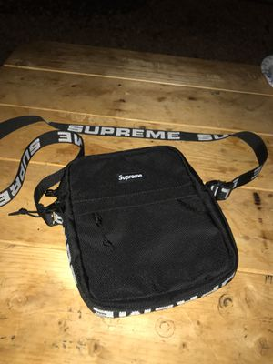 Supreme cross bag for Sale in Lakeside, CA