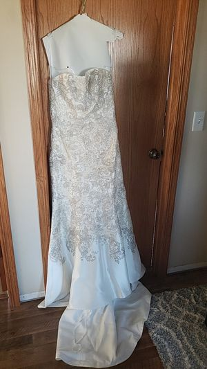David's Bridal Oleg Cassini Strapless Wedding Dress for Sale in Plainfield, IL