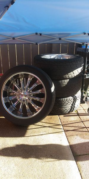 """22""""Borghini Chrome Rims mounted on305/40R22"""" Nankang Tires.All center cap & lug nuts included. They were on my 04 chevy Silverado. for Sale in Oroville, CA"""