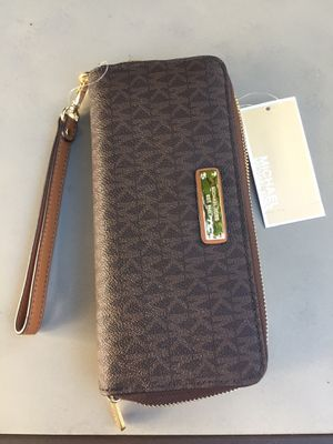 Michael kors large size wallet for Sale in Torrance, CA