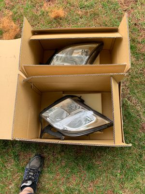 2009 Ford Fusion Headlamp kit. Both used but great cond. for Sale in Ashburn, VA