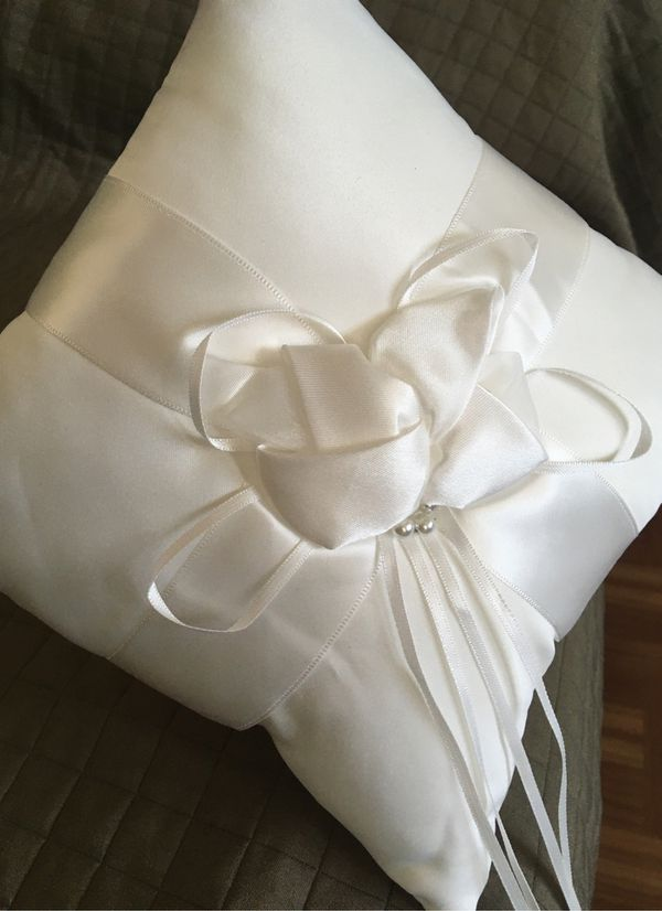 Wedding ring cushion Ivory. New