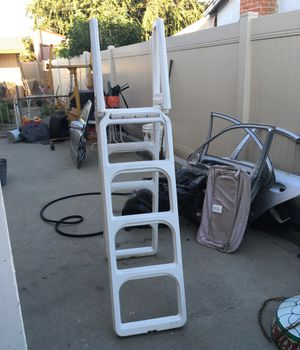 4 foot above ground pool ladder vinyl good condition for Sale in Pomona, CA