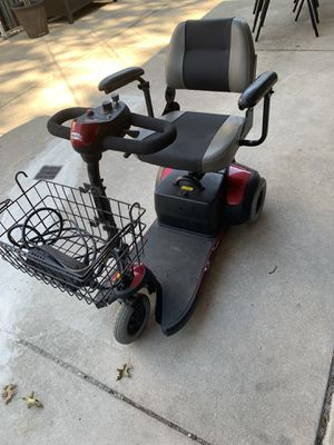 Merits 3 wheel mobility scooter for Sale in Lyons, IL
