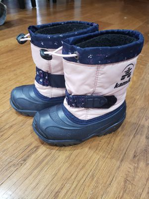 Snow boots kids size 8 for Sale in Auburn, WA