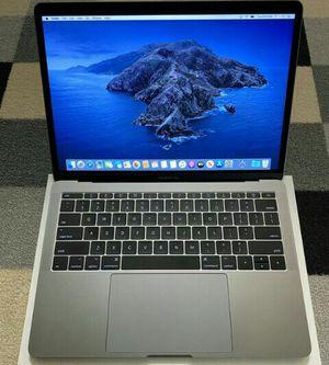 Macbook pro model 2017 for Sale in Chicago, IL