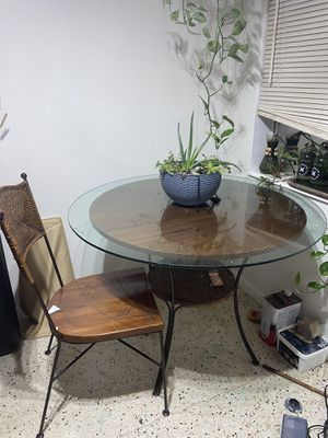 Kitchen table and 2 chairs.. for Sale in Oakland Park, FL