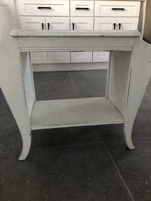 Nightstands (2) for Sale in La Habra, CA
