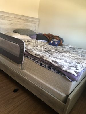 Bed Frame size queen for Sale in Mount Vernon, WA