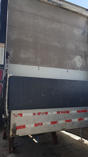 Metro box with hydraulic lift for Sale in Sanger, CA
