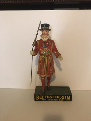 1950's BEEFEATERS GIN STATUE! VERY COLLECTIBLE! PRICED TO SELL! for Sale in Queens, NY