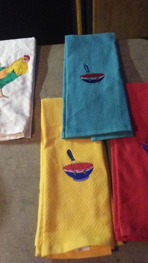 New kitchen towels set if 4 or ea for Sale in Victoria, TX