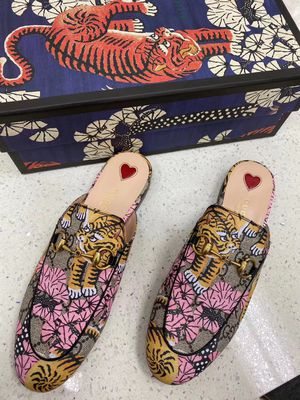 Auth gucci slider shoes size 8 for Sale in Los Angeles, CA