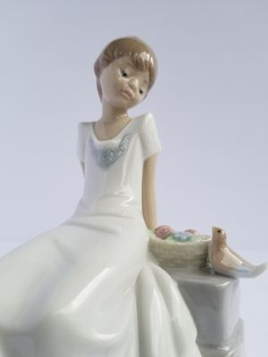 "NAO Lladro Porcelain Figurine #02001430  SPRING HAS COME! Issue Year: 2003  Sculptor: Juan Huerta Size: 6¾x4¾ "" for Sale in Land O' Lakes, FL"