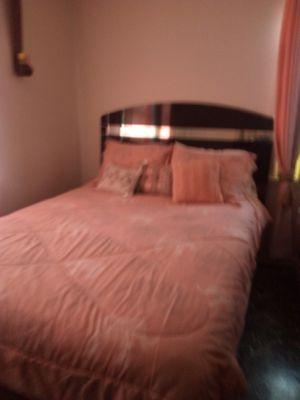 2 bedroom set and a Dinette set for Sale in Warner Robins, GA