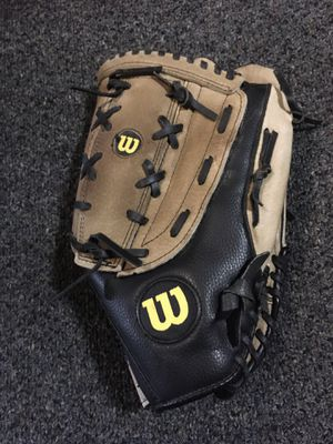 Wilson A360 leather softball glove /mitt in good condition for Sale in Stickney, IL