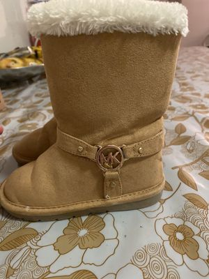Michael kors (Girl boots size 8) for Sale in Washington, DC