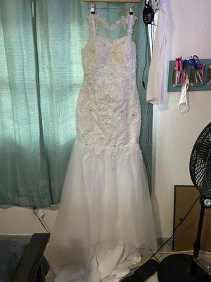 Wedding dress mermaid style size 13 $80 obo for Sale in Brandon, FL