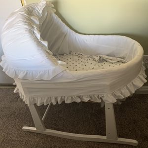 Vintage wicker bassinet for Sale in Riverside, CA