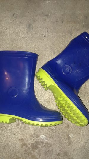 Kids rain boots size 11 for Sale in DeSoto, TX