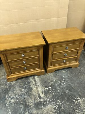 2 matching Solid Wood Nightstands end tables for Sale in Oakland Park, FL