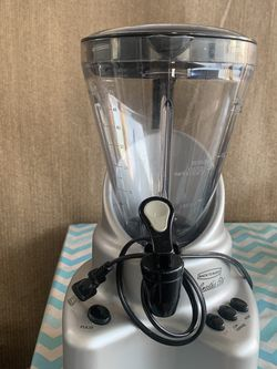 smoothie blender also margarita mixter had measurements to make drinks god condition gently used good quality colors gary strong motor really clean for Sale in Buena Park,  CA