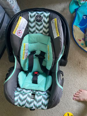 Evenflo car seat w base for Sale in Georgetown, TX