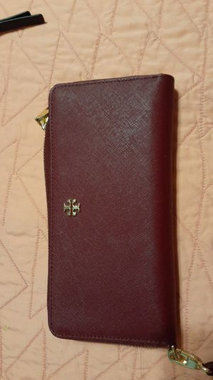 Tory burch wallet for Sale in Melrose Park, IL