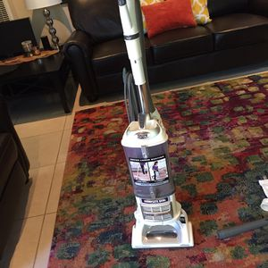 Vacuum cleaner Shark with accessories for Sale in Hazard, CA