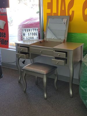 Vanity w/ stool for Sale in Watauga, TX