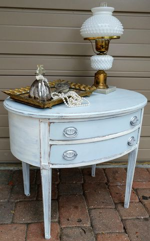 Antique Oval Side Table Nightstand for Sale in St. Pete Beach, FL