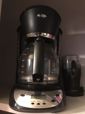 Coffee maker and coffee grinder for Sale in Arvada, CO
