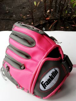 Franklin Youth Baseball & Softball Fielder's Glove for Sale in Lacey,  WA