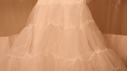 REDUCED***Mermaid Crinoline For Wedding/Quiceanera Dress for Sale in Houston,  TX