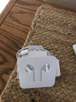 I phone headphones for Sale in Palm Springs, FL