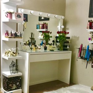 Vanity With Lights And Charging port for Sale in San Antonio, TX