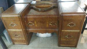 Antique vanity dresser. for Sale in Auburn, WA